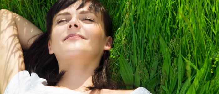 une-femme-epanouie-et-en-bonne-sante-grace-a-la-methode-tridimensionnelle-naturelle